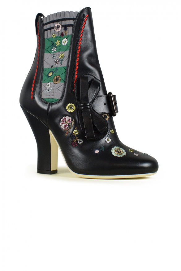 Women luxury shoes - Fendi ankle boots in black leather with flowers