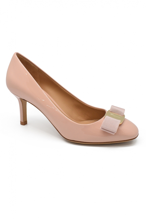 Luxury shoes for women - Salvatore Ferragamo Vara bow pink pumps