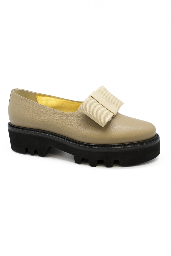 Luxury shoes for women - Walter Steiger Smoking beige varnished shoes with knot