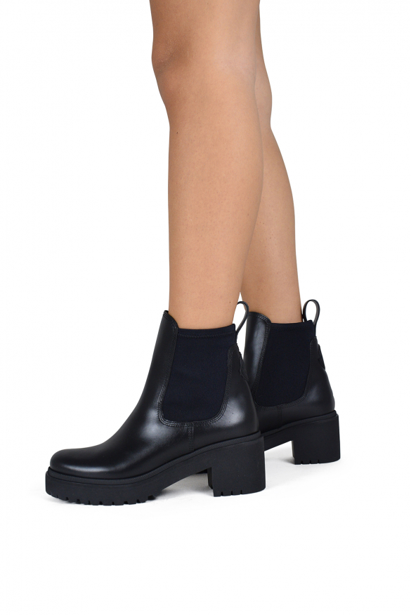 Women's luxury ankle boots - Moncler Vera model black leather ankle boots
