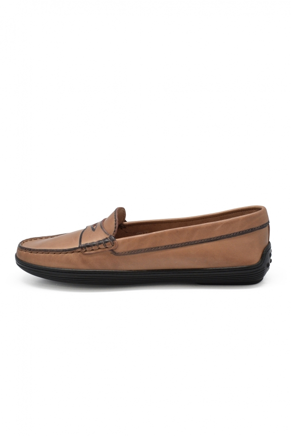 Luxury shoes for women - Tod's loafers in beige leather.