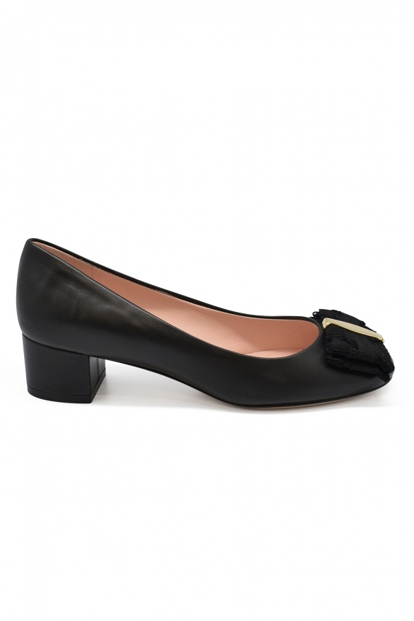 Luxury shoes for women - Salvatore Ferragamo black leather pumps
