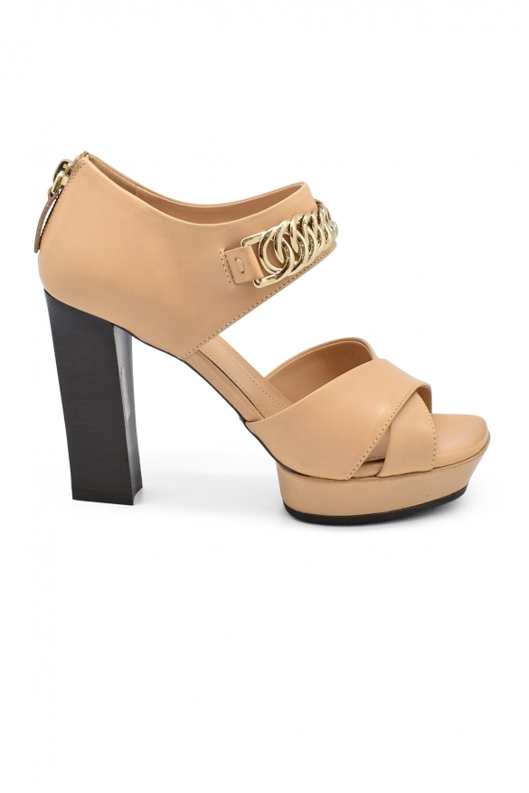 Luxury shoes for women - Tod's sandals in nude leather with open toe.